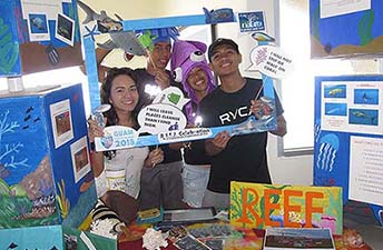 Marine Mania high school club plegde to protect reefs by practicing reef etiquette